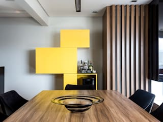 Living room by ISLA ARQUITETURA, INTERIORES E DESIGN