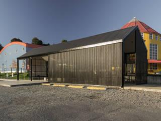Nuevo Acceso Colegio Alemán de Puerto Varas. Casas de estilo escandinavo de Moraga Höpfner Arquitectos Escandinavo