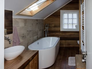 Bathroom by Moraga Höpfner Arquitectos, Scandinavian