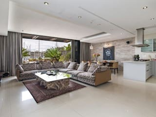 Covet Design Modern living room