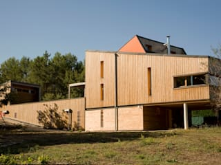 Facade est.: Maisons de style  par Solari et associés