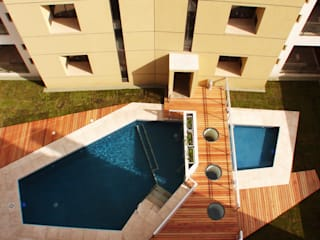 Edificio Residencial: Piletas de estilo  por Estudio Bono-Sanmartino