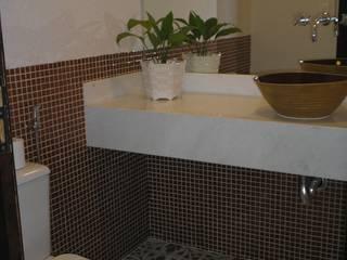 Baños de estilo rural de Monica Guerra Arquitetura e Interiores Rural