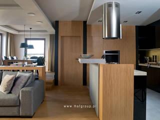 MAFGROUP_MIESZKANIE W WARSZAWIE_100M2: styl , w kategorii Kuchnia zaprojektowany przez MAFgroup