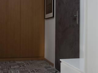 Kraupe Studio Minimalist corridor, hallway & stairs