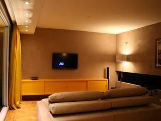 Living room by ROBERTO SPINA ARQUITETOS ASSOCIADOS, Minimalist