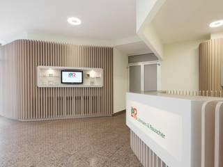 Lohmann + Rauscher destilat Design Studio GmbH Moderne Bürogebäude