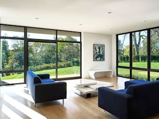 Rosedale Residence:  Living room by KUBE Architecture