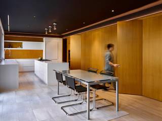 KUBE architecture Cocinas de estilo moderno