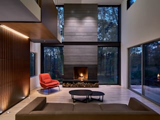 Smoky Quartz:  Living room by KUBE Architecture