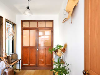 Eclectic style corridor, hallway & stairs by TRANSFORM 株式会社シーエーティ Eclectic