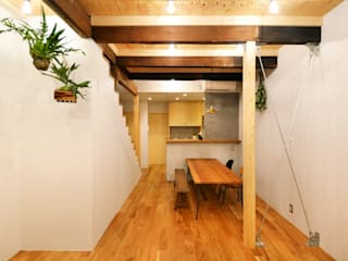 Eclectic style living room by TRANSFORM 株式会社シーエーティ Eclectic