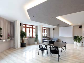 Salas multimedia de estilo  de architetto roberta castelli, Moderno