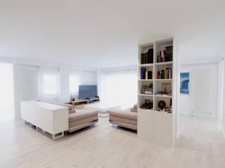 Minimalist living room by R. Borja Alvarez. Arquitecto Minimalist