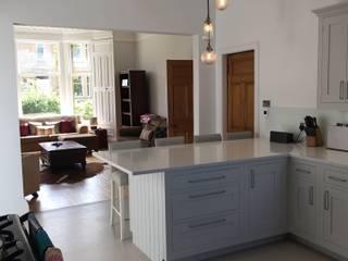 Kitchens: classic Kitchen by Edinburgh Contractor Ltd