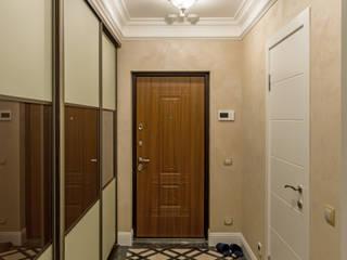 Pasillos, vestíbulos y escaleras de estilo clásico de Строительная компания Конструктив Крым Clásico