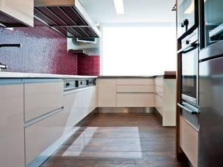 Reforma integral Vivienda Zona Bernabeu Cocinas de estilo moderno de RDestudio Moderno