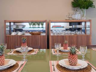 Salle à manger de style de style Moderne par CAMILA FERREIRA ARQUITETURA E INTERIORES