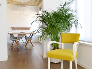giorgio davide manzoni Modern corridor, hallway & stairs Yellow