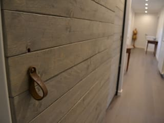 Elena Valenti Studio Design Corridor, hallway & stairsClothes hooks & stands Solid Wood Brown