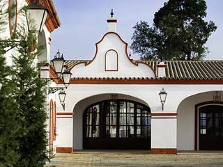 HACIENDA LA PINTADA Salones de estilo mediterráneo de M arquitectos Mediterráneo