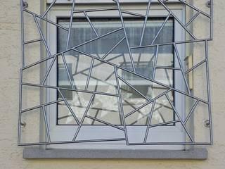 Fenstergitter aus Edelstahl: modern  von Metall & Gestaltung Dipl. Designer (FH) Peter Schmitz,Modern