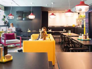 Limburgse gastvrijheid in interieur Qbic Amsterdam Moderne hotels van INTER/ALTER interior architects Modern