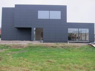 Nieuwbouw - eengezinswoning:  Huizen door AVENIRarchitecten bvba