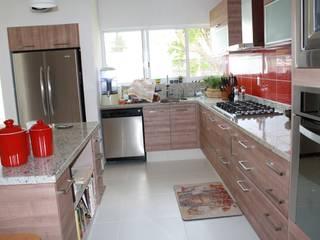 Kitchen by ESTUDIO 5 DISEÑO Y DECORACIÓN