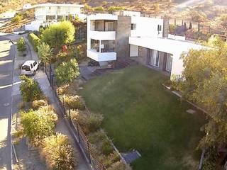 VIVIENDA EN CHICUREO, CONDOMINIO LA RESERVA Casas estilo moderno: ideas, arquitectura e imágenes de ARQUITECTURA VANGUARDIA Moderno