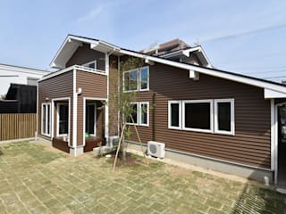 木の家株式会社 Modern houses Wood Grey