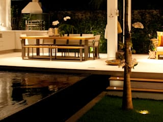 Pool by RAWI Arquitetura + Interiores,
