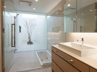 神沢の家: Architet6建築事務所が手掛けた浴室です。,