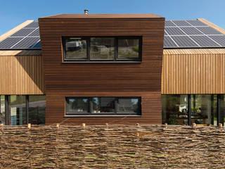 Zuidgevel: moderne Huizen door NarrativA architecten