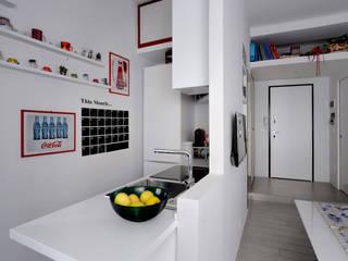 soggiorno-angolo cottura:  in stile  di Amodo