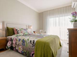 Спальни в . Автор – Stoc Casa Interiores, Модерн