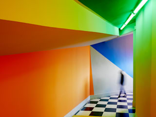 acceso a discoteca: Pasillos y vestíbulos de estilo  de DECONS  GKAO S.L.