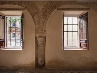 REHABILITACION INTEGRAL DE EDIFICIO. Calle Córdoba 9. Sevilla. Paredes y suelos de estilo ecléctico de FAQ arquitectura Ecléctico