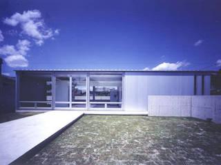 超低価格で実現した老後を縁側で人と共に楽しむ家: 近藤博史建築設計事務所が手掛けた家です。