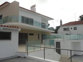 Reabilitação de moradia em Cascais: Casas clássicas por 2levels, Arquitetura e Engenharia, Lda