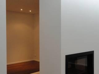 Classic style living room by 2levels, Arquitetura e Engenharia, Lda Classic