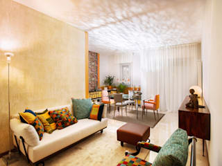 Portare il colore in salotto: Soggiorno in stile in stile Eclettico di Dima snc di Maiocchi Dario e c.