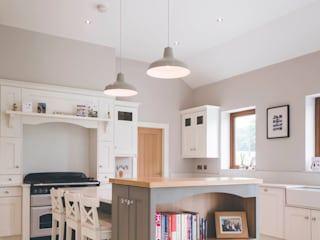 Castledawson traditional farm house:   by slemish design studio architects