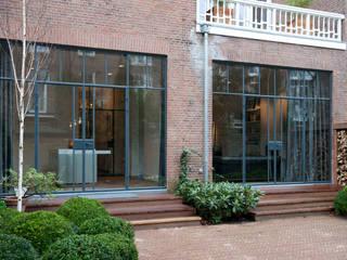 Casas de estilo industrial de Studio Kuin BNI Industrial