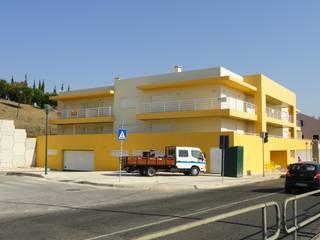 Edifício de habitação no Alto de Algés: Clínicas  por 2levels, Arquitetura e Engenharia, Lda