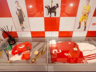 """Quarto de Rapaz """"Vermelho Ferrari"""" Teresa Vazquez - Design de Interiores e Decoração, Lda Quartos modernos Vermelho"""