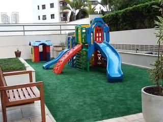 Playground do Condominio: Jardins  por LK estudio de design