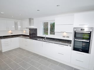 Bespoke build Braunton Devon: modern Kitchen by Pearce Homes