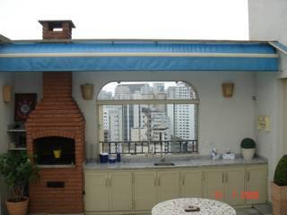 Modern balcony, veranda & terrace by LK estudio de design Modern