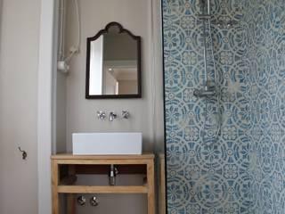 Bathroom by Paulo Miguez Arquitectos, Modern